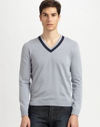 Sharp, contrast collar trim accents this smooth, fine-knit cotton pullover.V-neckRibbed cuffs and hemCottonMachine washImported