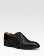 Simple, classic and fit for any occasion in smooth leather with easy leather soles. Leather lining Padded insole Rubber sole Made in Switzerland