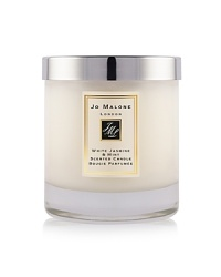 This enchanting essence, inspired by a sun-drenched morning in an English country garden, perfectly captures the scent of jasmine, lily, orange flower and rose on the morning breeze. An unexpected twist of soft and sensual wild mint stimulates the senses and teases the palette in this elegant and eccentric fragrance. The White Jasmine & Mint Home Candle infuses any room with evocative scent and lasts for hours. An everyday luxury, it brings warmth to any environment. 200g.