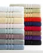 Color your world. Featuring luxurious Turkish cotton with an exceptionally soft finish, Lauren Ralph Lauren's Carlisle washcloth outfits your space in style. Choose from an array of brilliant hues to complement your decor.