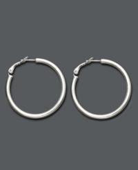 Eternally stylish and effortlessly chic. Giani Bernini's hoop earrings feature a tube shape and sterling silver setting. Approximate diameter: 1-1/2 inches.