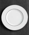 Express the best of taste at the table. Lustrous banded details add a crisp, clean finish to the white china accent plate.