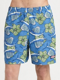 An easy-fitting swim favorite comes to life with a colorful mix of tropical fish and florals.Elastic waistbandSide slash, back flap pocketsInseam, about 6½PolyesterMachine washImported