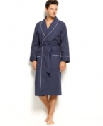 Cover yourself in coordinated style. This Nautica robe perfectly complements what will be your new favorite pair of pajamas.
