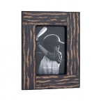 An inlay of coco twigs lacquered in high gloss lends a natural touch to those perfect pictures you want to preserve and display.