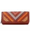 Exquisitely crafted leather in a chevron patchwork design makes this clutch wallet from Fossil undecidedly unique. Plenty of interior pockets for cash, coins, cards and ID keep your day-to-day essentials organized and in place.