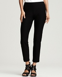 Perfect to wear to work and equally chic after hours, these comfortable and versatile bi-stretch jersey pants are a wardrobe essential. Fitted and flattering, wear them under everything from breezy tops, chunky knits and dresses.
