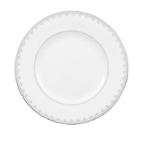White Lace bone china is characterized by its diverse series of borders all rendered in precious platinum. The classic combination of platinum and white radiates on the table. A truly classic look.