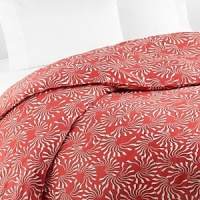 The waving undersea-style motif on a vivid coral background infuses this DIANE von FURSTENBERG full/queen duvet cover with poppy modernity.