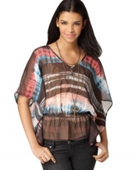 Bar III's tie dye top takes you from day to night with sophisticated kimono sleeves. Pair it with jeggings and peep-toe booties for a trend-forward look.