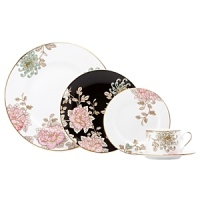 Painted Camellia brings vintage florals to life with just the right amount of color to make the dinner table unique. Draped against a gold-rimmed white canvas, delicate painted florals create a beautiful melodic feel. The salad plate, defined by a rich black background, is artfully juxtaposed to its white-bodied counterpart for a dramatic contrast.