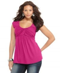 Soprano gets trendy-chic with around-town-wear. Effortless to put on, this plus size topper always look cute.